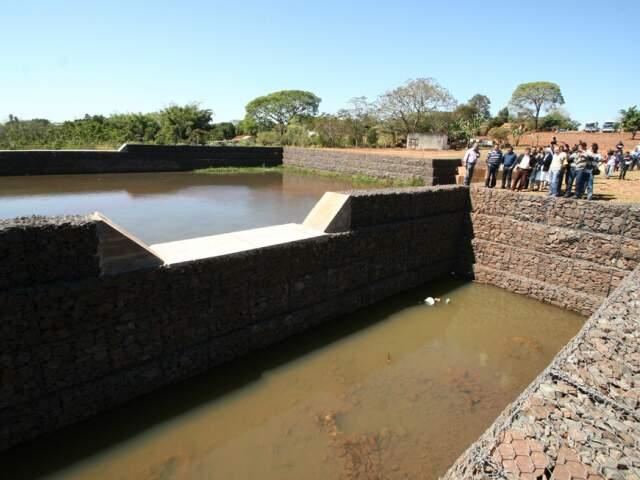 Verba faz parte de convênio, assinado em 2008, para contenção de erosão no Córrego Botas. Entre as obras, foram construídas duas bacias de reservação na região. (Foto: Divulgação)