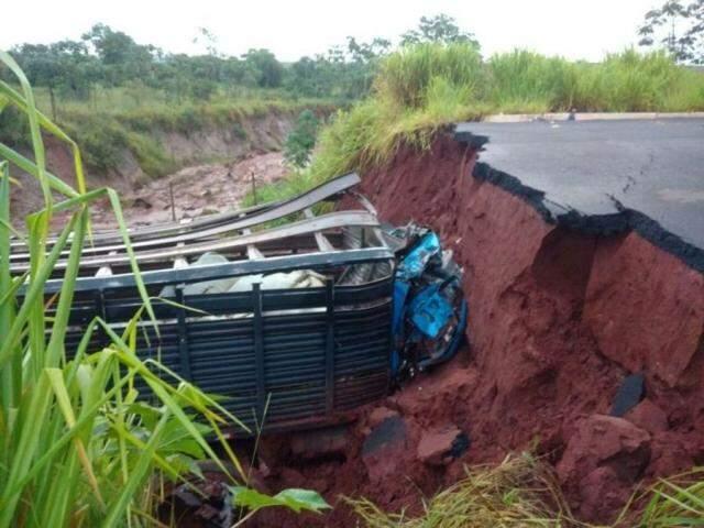 Cabine ficou completamente destruída (Foto: Nova News)