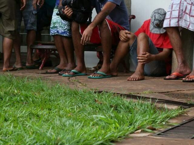 Várias pessoas que estavam abrigadas no local foram afetadas com a medida (Foto: Marcos Ermínio)