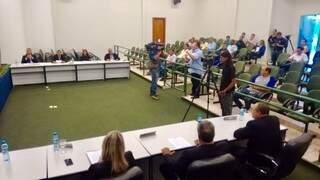 A sessão extraordinária hoje na Câmara de Ribas do Rio Pardo foi realizada em clima tenso (Foto: Kleber Souza)