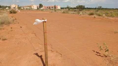 Área invadida é dividida entre terrenos públicos e particulares, diz município