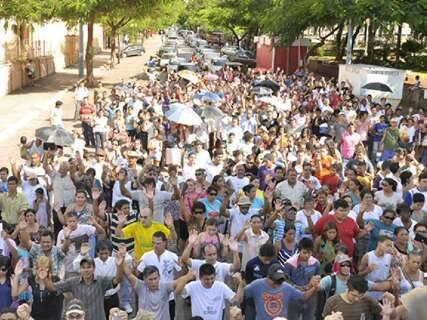 Em meio a protesto, juiz nega intolerância ao proibir culto em igreja