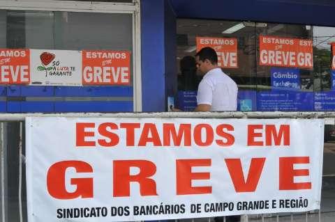 Com 152 agências fechadas, greve dos bancários completa 28 dias