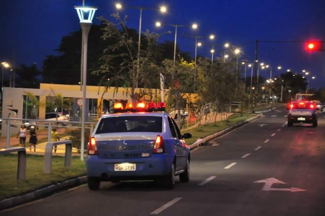 Viatura da PM faz ronda na Orla; de acordo com moradores, policiamento na região deveria ser permanente. (Foto: João Garrigó)