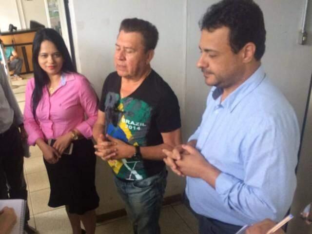 Da esquerda para direita, Dharleng Campos e  Valdir Gomes, vereadores eleitos, com Cazuza, também parlamentar. (Foto: Alberto Dias)