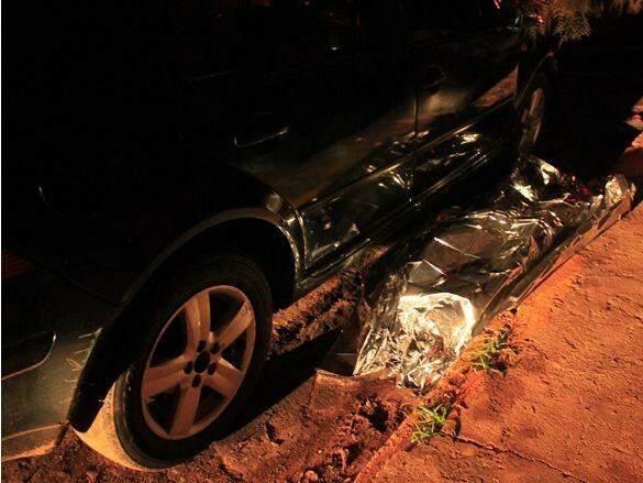 Jovem tinha acabado de estacionar em frente de casa, quando foi morto a tiros. (Foto: Ivi Notícias)