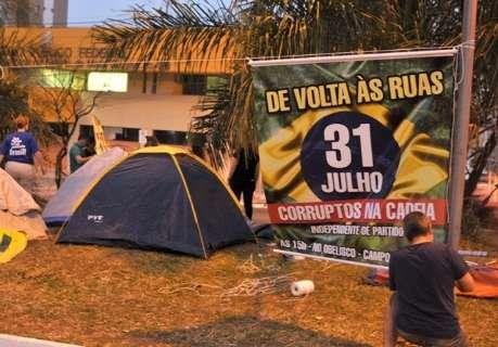 Em MS, barracas na avenida entre queda de Dilma e ascensão de Temer