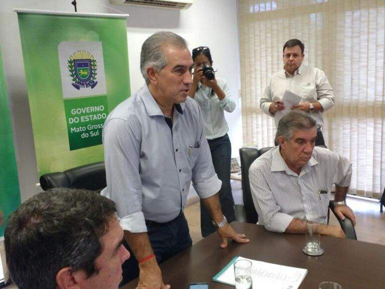 Governador durante lançamento da programação da Festa da Linguiça de Maracaju nesta quarta-feira (Foto: Leonardo Rocha)