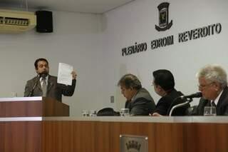 Ivandro prestando depoimento esta tarde na Câmara de Campo Grande (Foto: Cleber Gellio)