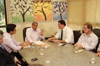 Governador se reúne com dirigentes da Fiems e Fecomércio para anunciar antecipação de abono natalino (Foto: Divulgação)