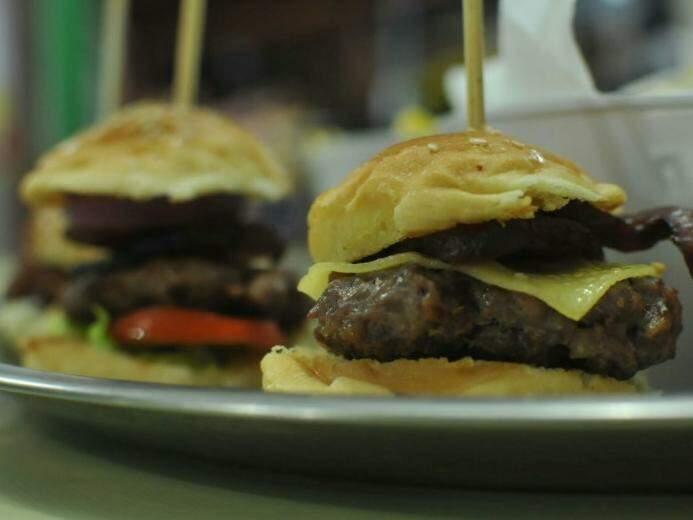 São oito sabores de hambúrguer. (Foto: Alcides Neto)
