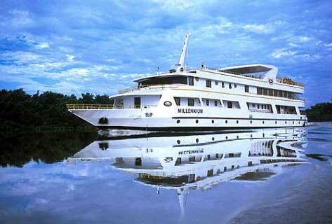 Barcos viram ponto turístico, hotel e fazem até baile de Carnaval em Corumbá