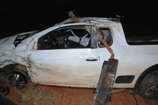 Vítimas estavam em Saveiro, que teve a dianteira bastante danificada. (Foto: Ivinotícias)