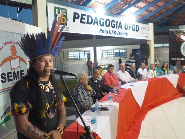 Líder indígena Roberto Carlos diz que o índio deve se adequar a realidade pra poder sobreviver (Foto: Antônio Marques)