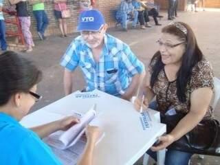 Assinatura dos contratos aconteceu no Horto Florestal. (Foto: Gerson Walber/Assessoria Emha)