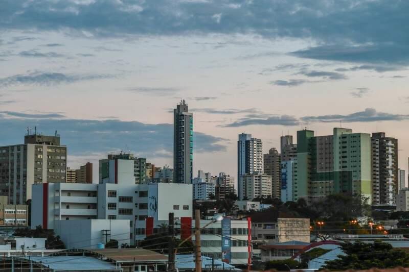 Campo Grande amanhece parcialmente nublado e tem mínima de 21ºC. (Foto: Fernando Antunes)