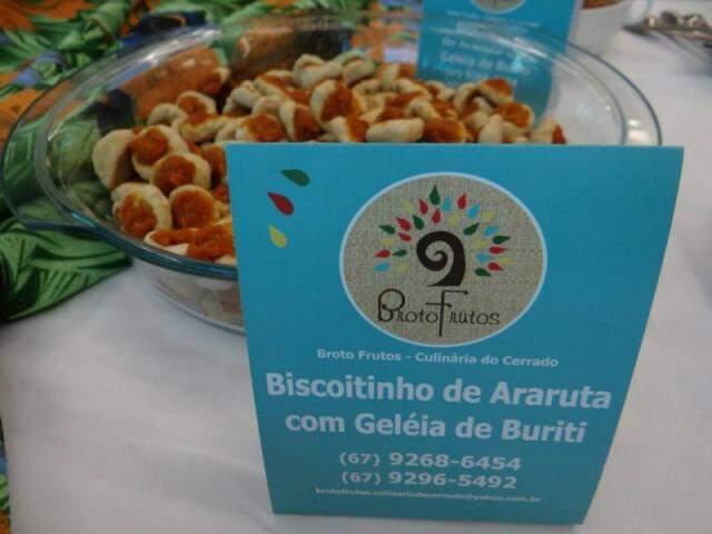 Biscoito de Araruta com geléia de Buriti, é uma das opções para coffee break da Broto Frutos Culinária do Cerrado.