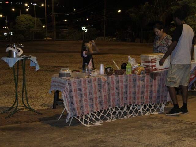 Feirantes alegam que local está sem luz há três meses (Foto: Arquivo)