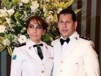 Tenente-coronel em uma das fotos que posa ao lado de Vadeni (Reprodução/Facebook).