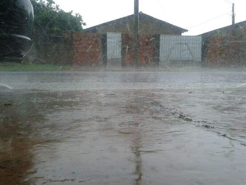Campo Grande registrou chuva forte ontem. (Foto: Stephanie Romcy)
