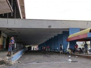 Rodoviária antiga tornou-se abrigou para moradores de rua e usuários de drogas (Foto: Arquivo/Kisie Ainoã)