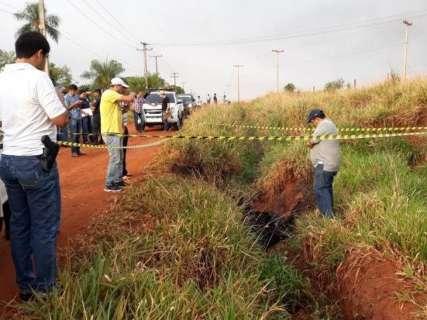 Cadáver carbonizado com pneus é encontrado perto da fronteira com MS