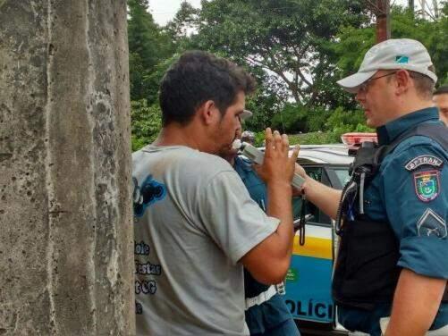 O motociclista fez o bafômetro e foi constatada a embriaguês. (Foto: Luana Rodrigues)