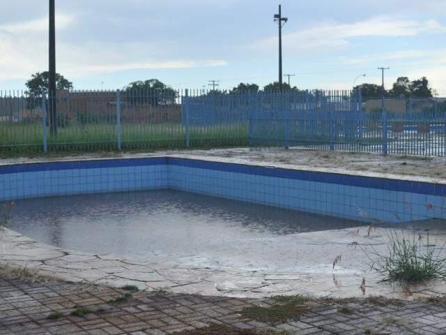 No Parque Tarsila do Amaral, norte da cidade, complexo aquático está fechado; mas este não é único problema dos parques da cidade (Foto: Alcides Neto)