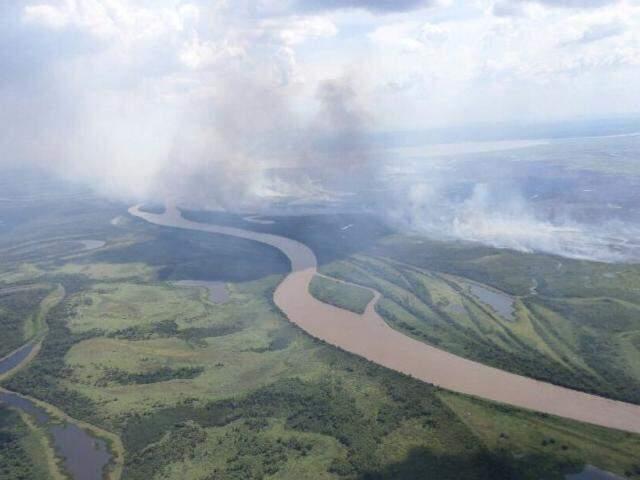 Incêndio iniciou na Bolívia e queimou 5 mil ha em MS (Foto: Divulgação/Bombeiros)