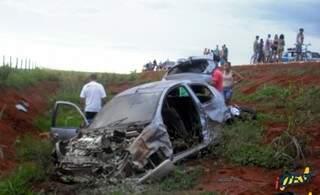 Veículo ficou totalmente destruído após colisão em rodovia estadual (Foto: Idest)