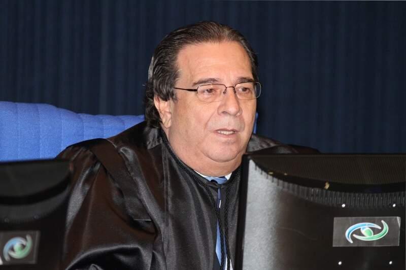 Conselho Iran Coelho enviou três técnicos do TCE para Chapadão do Sul (Foto: Roberto Araújo)