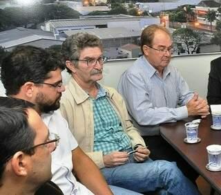 O secretário de Governo José Jorge Filho entre Maurício Lemes (à esq.) e o presidente da Câmara Idenor Machado (Foto: Divulgação)