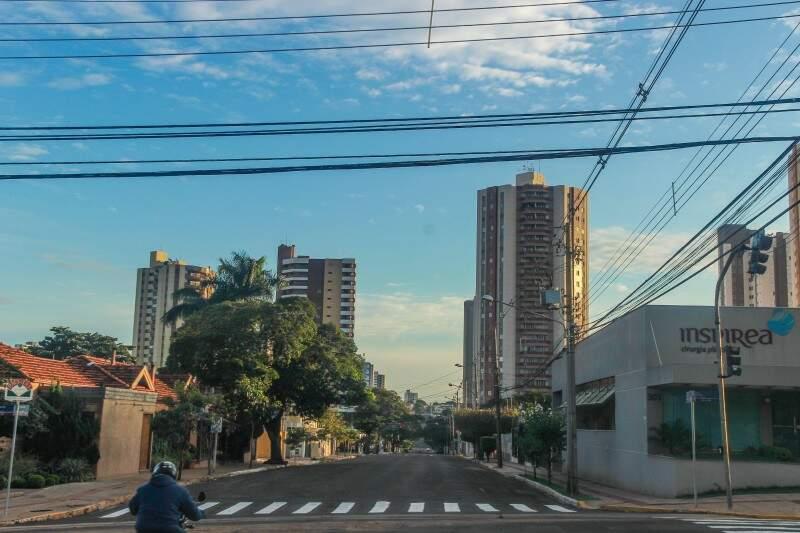 O domingo amanheceu frio na Capital. (Foto: Fernando Antunes)
