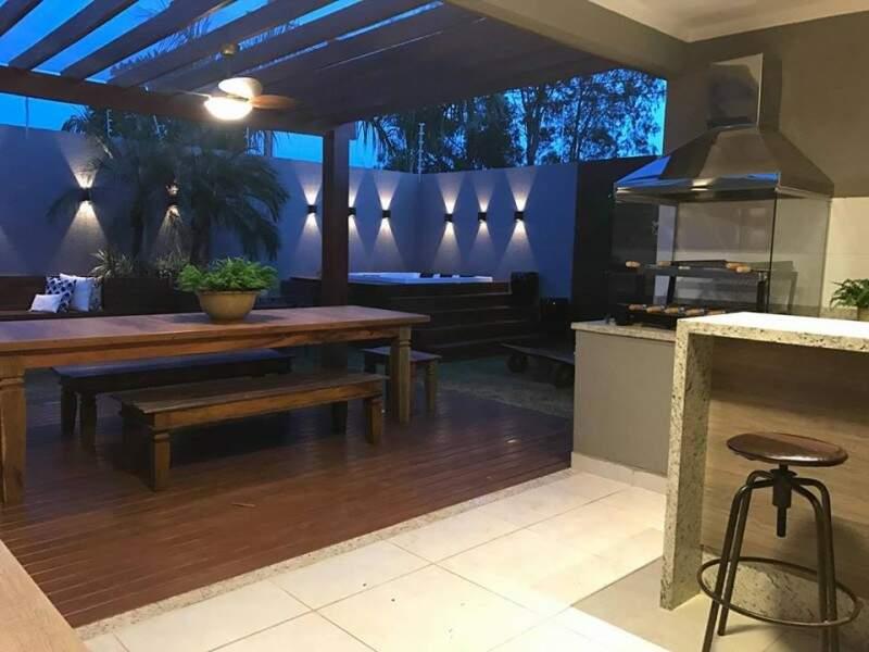 Com churrasqueira e spa, espaço gourmet ficou a cara do dono. (Foto: Daiana Capuci)