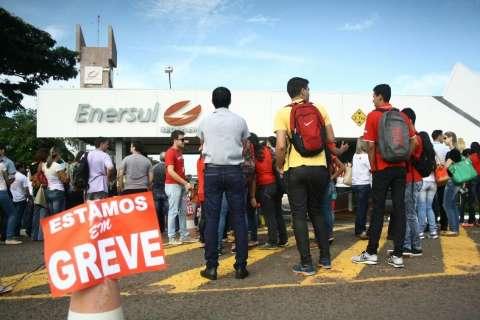 Com protesto em frente à Enersul, Agetran monitora trânsito em avenida