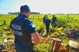 O corpo do homem, que ainda não foi identificado, foi localizado nesta manhã. (Foto: Fernando Antunes)
