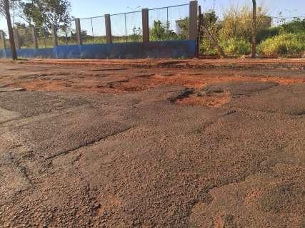 Sequência de buracos atrapalham trânsito em rua do Santo Amaro