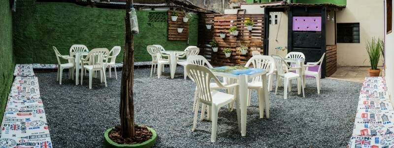 Em Bonito, pousada vira hostel e pub com sinuca, música eletrônica e drinks