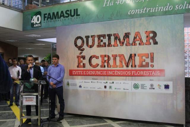 Maurício Saito e Moacir Reis no lançamento da campanha de prevenção e combate a incêndios na Famasul. (Foto: Marina Pacheco_
