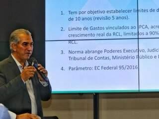 Governador do Estado, Reinaldo Azambuja, durante apresentação da reforma administrativa. (Foto: André Bittar)