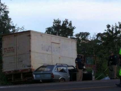 Garoto de 19 anos morreu em colisão entre caminhão e carro na BR-163