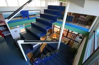 Escada também é diferente. (Foto: André Bittar)