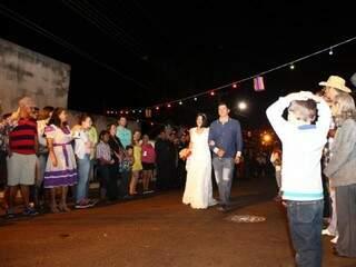 No Casório do Ano teve casamento de verdade, com noiva de branco. (Foto: Fernando Antunes)