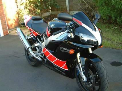 Dupla rouba moto de R$ 40 mil, passa pela PRF a 250 Km/h e acaba presa