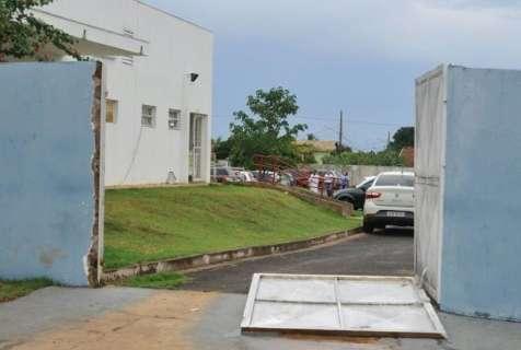 UPA Vila Almeida alaga e fica sem energia por conta da chuva forte