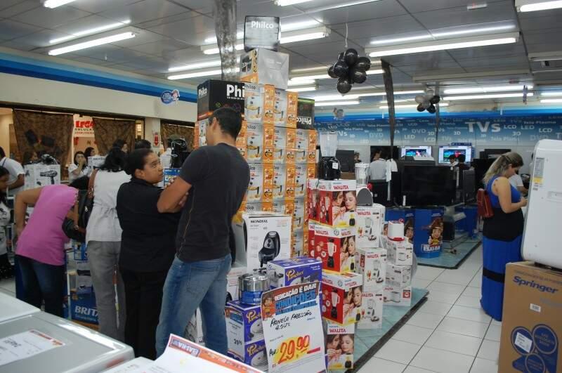 Descontos chegam a 70% no Shopping Campo Grande (Foto: Pedro Peralta)