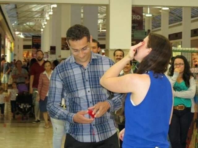 Noivo veio de São Paulo para pedir namorada em casamento aqui em Campo Grande. (Foto: AI Shopping CG)