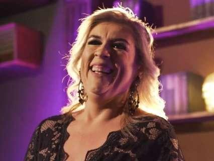 Após 30 anos dividindo palco, Erika Figueiredo aposta no solo e lança clipe
