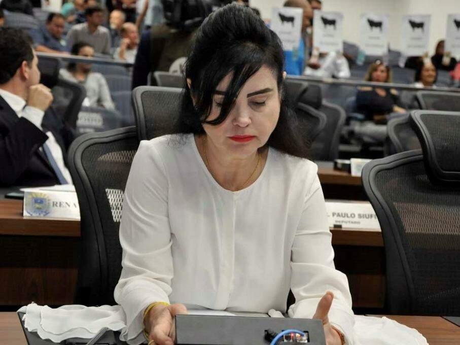 Mara Caseiro, do PSDB, na cadeira ocupada na Assembleia. (Foto: Luciana Nassar/ALMS).