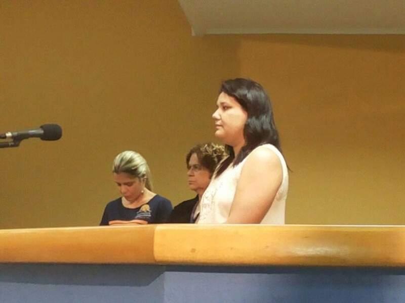 Assessora durante esclarecimentos. (Foto: Kleber Clajus)